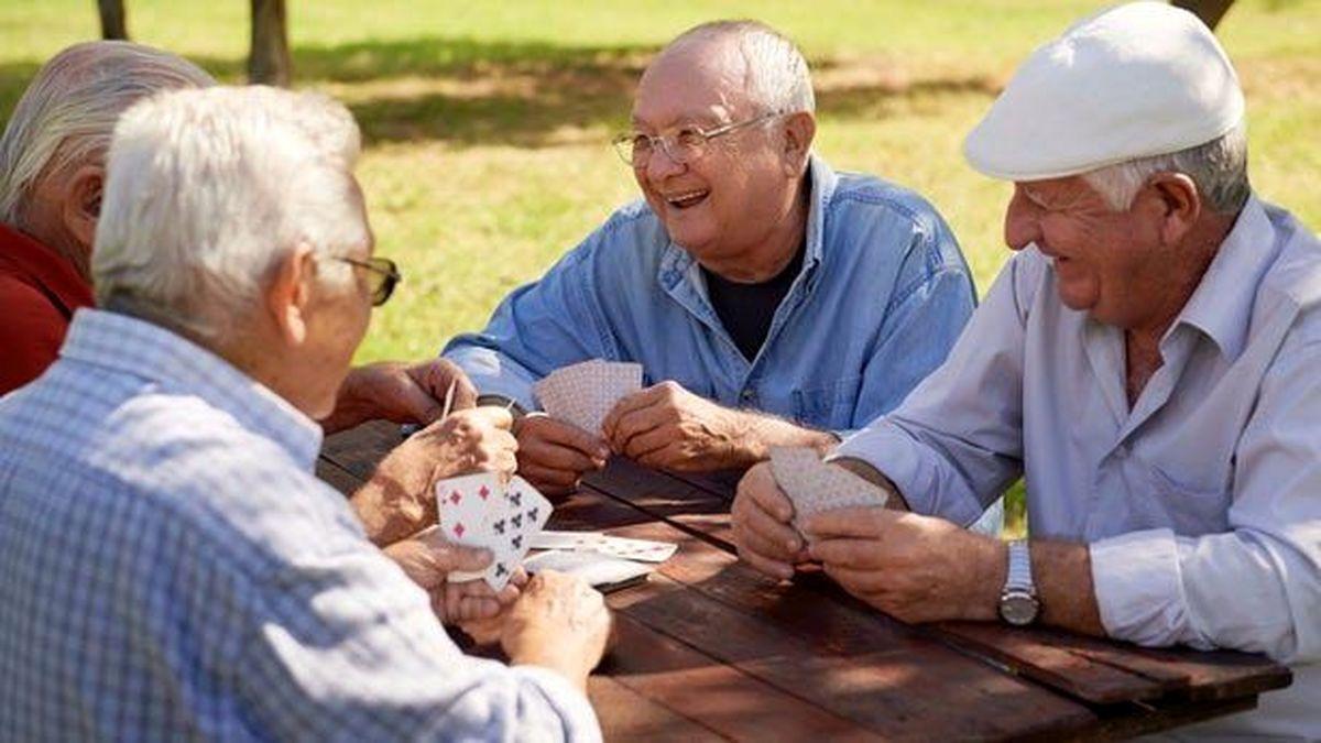 خسارت هایی که پیری جمعیت به جامعه وارد می کند چیست؟