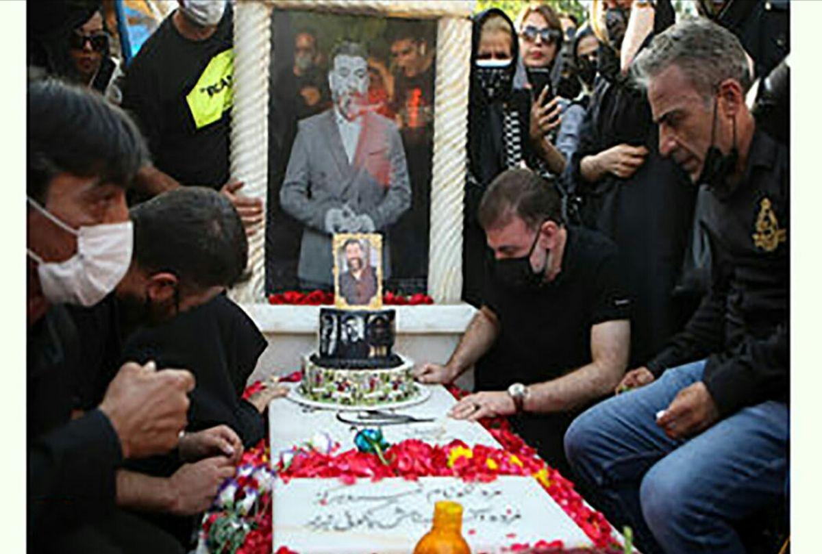 برگزاری تولد علی انصاریان بر سر مزارش+ عکس