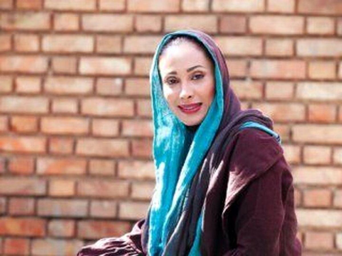 خانه نشین شدن بازیگر زن مشهور ایرانی به دلیل ابتلا به درد حنجره / فیلم