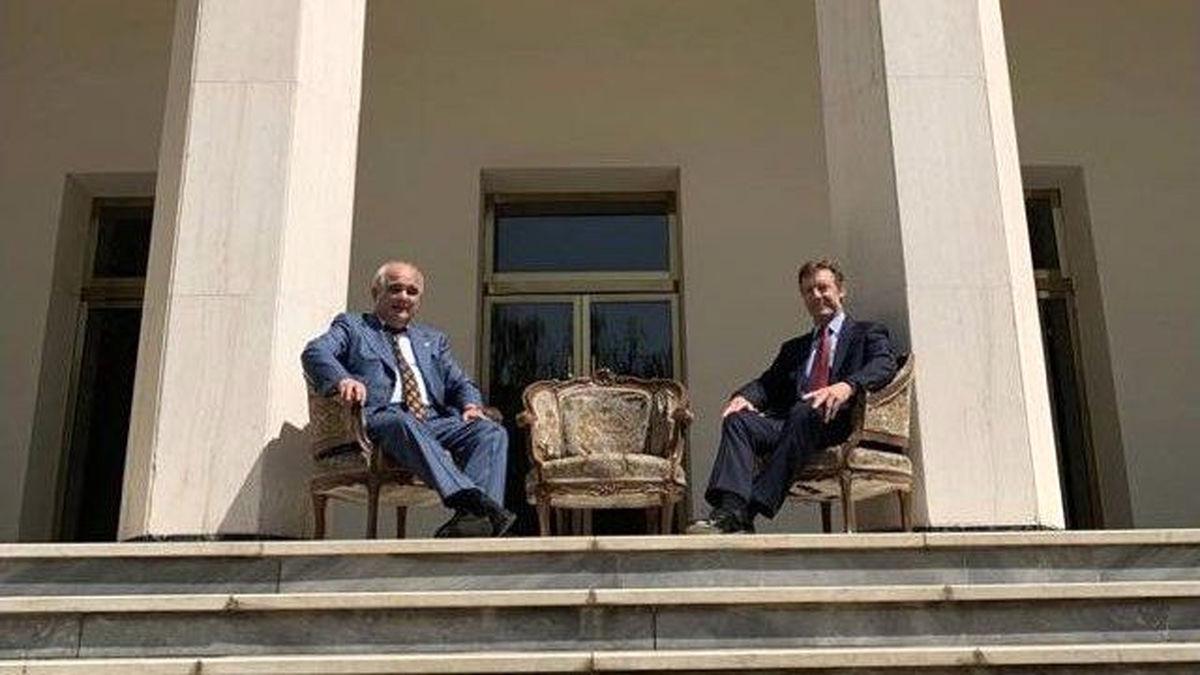 در باب عکس سفارت عظمای روسیه!